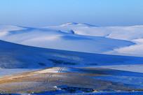 山地雪野晨光风景