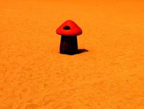 沙滩蘑菇垃圾桶高清图片