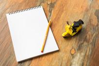 桌子上的笔记本