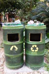 竹筒形状青蛙雕饰垃圾桶