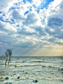 滇池岸边水面耶稣光景观