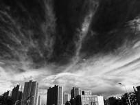 昆明城区上空壮观的云瀑奇观