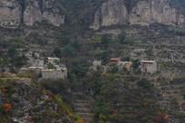 大山里的石板民房