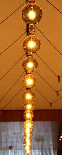 金黄色的灯具