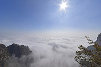 烈日下的太行山云海