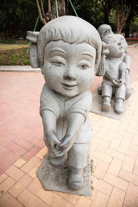 扎鞭子女孩雕塑
