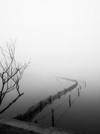 杭州西湖水边渔网护栏黑白
