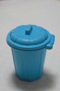 蓝色塑料盖筒