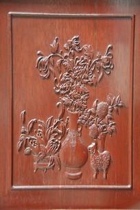 木刻浮雕花瓶插花