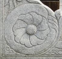 千山大佛寺围栏盛开的花石雕