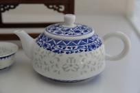 青花白瓷茶壶