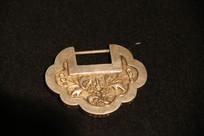 银錾花刻牡丹图案银锁