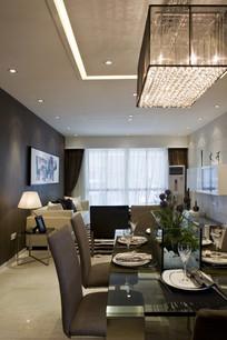 饭厅桌面装饰及大水晶吊灯