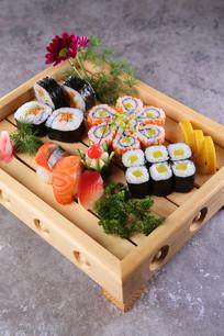 豪华寿司拼盘