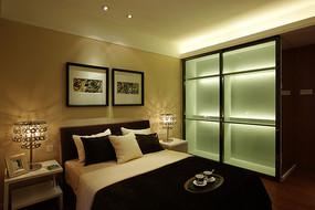 卧室大床及衣柜背景墙装饰