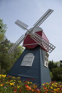小镇中的风车