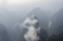 张家界景区山头云雾环绕