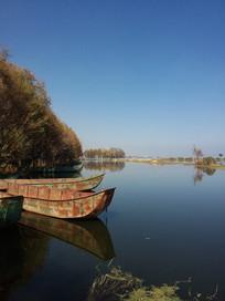 洱海环湖西路旁的渔船