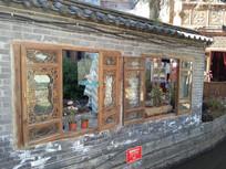 丽江古城景区雕花窗户