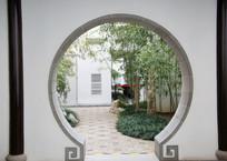 白墙圆拱门