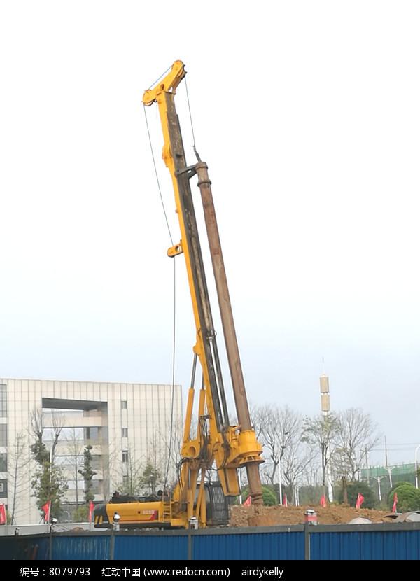 施工中的伸缩臂履带起重机高清图片下载 编号8079793 红动网