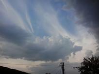 电线杆上的云彩图片