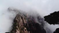 安徽黄山云雾翻滚的山顶