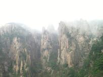 黄山云雾缭绕的山峰重叠景色