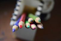 笔筒里的彩色笔