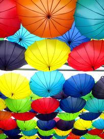 彩色雨伞近景