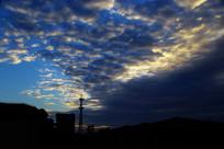 朝阳剪影蓝色天空