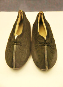 黑色缎云纹男棉鞋