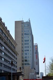 蓝天下的高楼