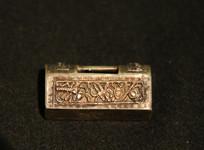 银錾花刻八宝图案锁