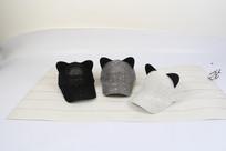 3个亮片猫耳朵棒球帽摄影图