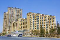 鞍千公路边的居民建筑群