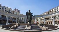 鞍山高新区玉峦湾居民区广场与天使雕塑