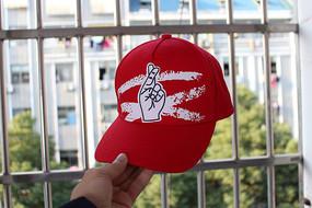 红色涂鸦手势棒球帽