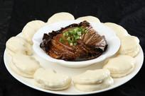荷叶粉蒸肉带饼
