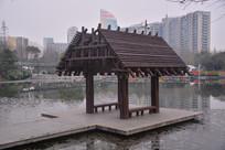 水上梯形木质亭子