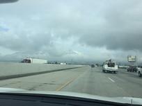 乌云下的公路图片