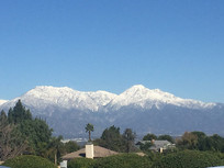 冰雪覆盖的小山风景图片