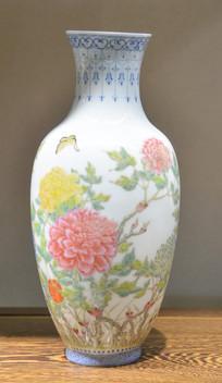 收藏品薄胎白地粉彩花纹瓷瓶