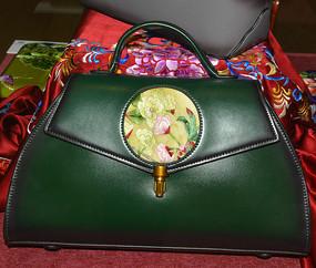 收藏品牡丹刺绣皮包
