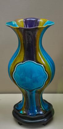 收藏品三彩花形瓶