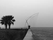 滇池边捕鱼起网