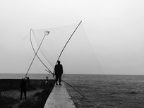 滇池边古法捕鱼