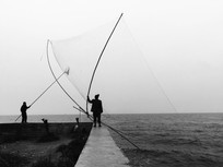 滇池边古法捕鱼清网