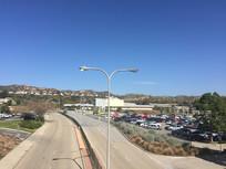 蓝天下的异国风情小镇图片