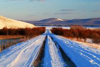 山林山路雪景